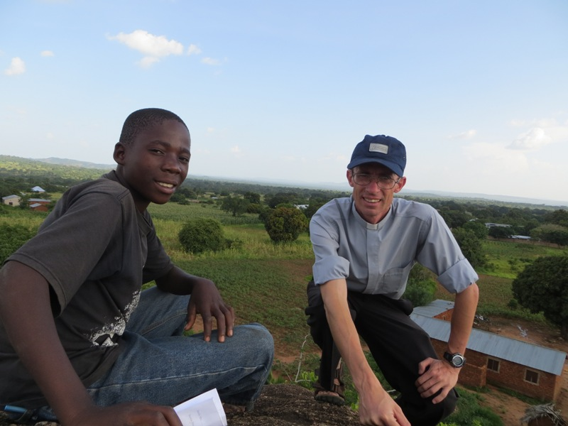 Festejando mis 25 años de ingreso al seminario menor... en la misión en Tanzania